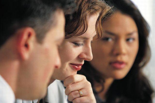 4-salespeople-talking